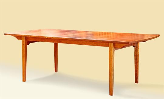 Self-Storing Leaf Extension Table