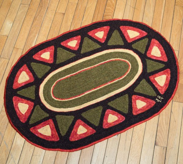 Hooked Oval Throw Rug